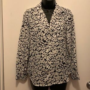 like new Who What Wear white floral button-up
